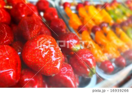 中国の露店で売っていた砂糖菓子 16939266