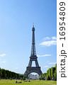 晴れの日のエッフェル塔 16954809