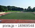 大学の陸上競技場 16969548