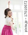 フラダンスを踊る女性 17010072