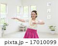 フラダンスを踊る女性 17010099