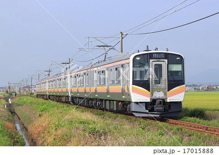初夏の越後線E129系電車の写真素...