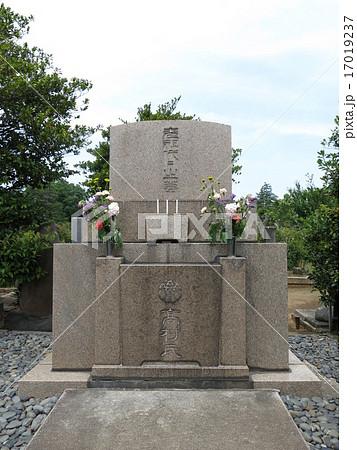 染井霊園にある高村光雲・光太郎・智恵子の墓 17019237