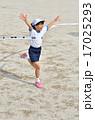 走る女の子(体操服、ゴールテープ) 17025293
