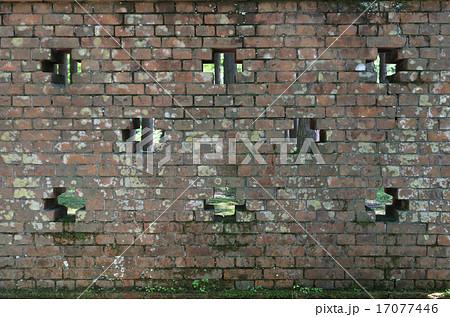 住友別子銅山の「小足谷接待館」跡の煉瓦塀 17077446
