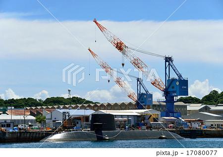 横須賀ベースに停泊中の海上自衛隊潜水艦 17080077
