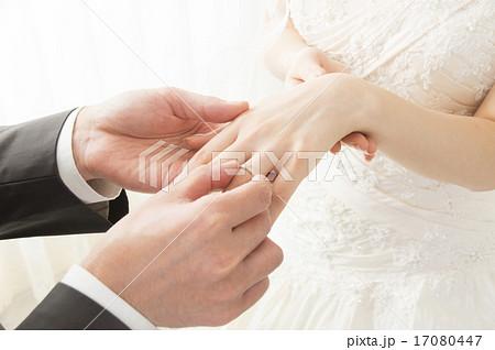 指輪交換 ブライダルイメージ 手元 17080447