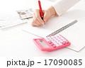 家計簿をつける主婦イメージ 17090085