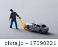 車のメンテナンスをしているミニチュア 17090221