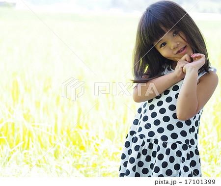 田舎の自然と可愛い女の子 17101399