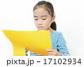 工作 色画用紙 人物の写真 17102934