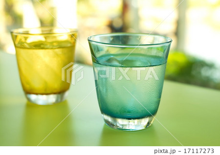 cold drinking water in clear blue and yellow glassの写真素材 [17117273] - PIXTA
