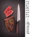 ステーキ肉 スレート板 カットの写真 17119712