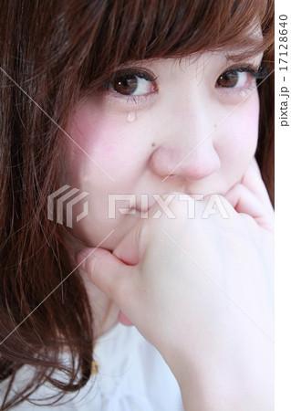 セミロングの可愛い女の子 17128640