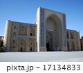 ウズベキスタンの世界遺産ブハラ歴史地区にあるウルグベク・メドレセ 17134833