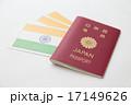 パスポートとインドの国旗 17149626