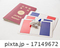 パスポートとフランス国旗 17149672