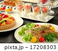 パーティーのテーブル 黒背景(横位置) 17208303