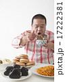 食事を摂る中年男性 17222381