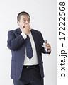 スーツを着た中年男性 17222568