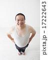 お腹がきになる中年男性 17222643