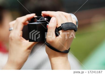 ビデオカメラを持つ人 17241167