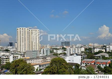 タイ・バンコクのトンロー・ペブリの街並み 17244031