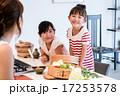 キッチン 女性 料理の写真 17253578