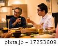 乾杯 食卓 男性の写真 17253609