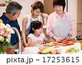 キッズ 笑顔 料理の写真 17253615