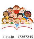 読書をする子供達 17267245