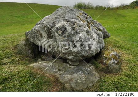 パワースポット キャロウモア古代遺跡巨石群 ドルメン  17282290