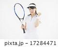 テニスをする女性 17284471