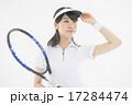 テニスをする女性 17284474