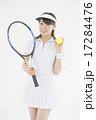 テニスをする女性 17284476