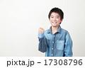 小学生 ガッツポーズ 人物の写真 17308796