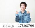 小学生 ガッツポーズ 人物の写真 17308799