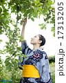 青リンゴと女性 17313205