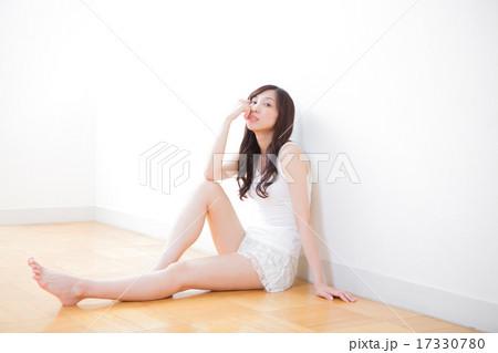 女性 美脚イメージ 17330780