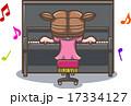 アップライトピアノをひく少女 17334127