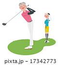 ゴルフをする男女 17342773