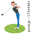ゴルフをする男性 17344961