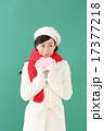 プレゼント・若い女性 17377218