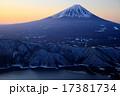 御坂山地・雪頭ヶ岳から夜明けの富士山と西湖 17381734