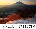 御坂山地・雪頭ヶ岳から夜明けの富士山と西湖 17381736