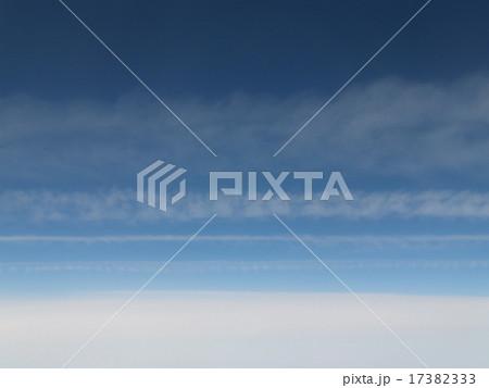 雲 複数の横線のしま模様 17382333