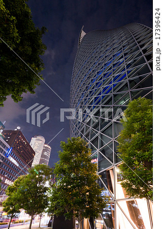 名古屋駅前 ツインタワーとスパイラル・タワー 笹島交差点 街並み 夜景 17396424