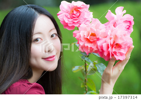 薔薇 女性ポートレート 17397314