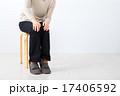 女性 膝痛 膝が痛い 冷え症 主婦 ミドル世代 中高年 セミロングの女性 女の人 17406592