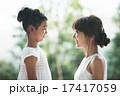 向き合う 親子 女性の写真 17417059